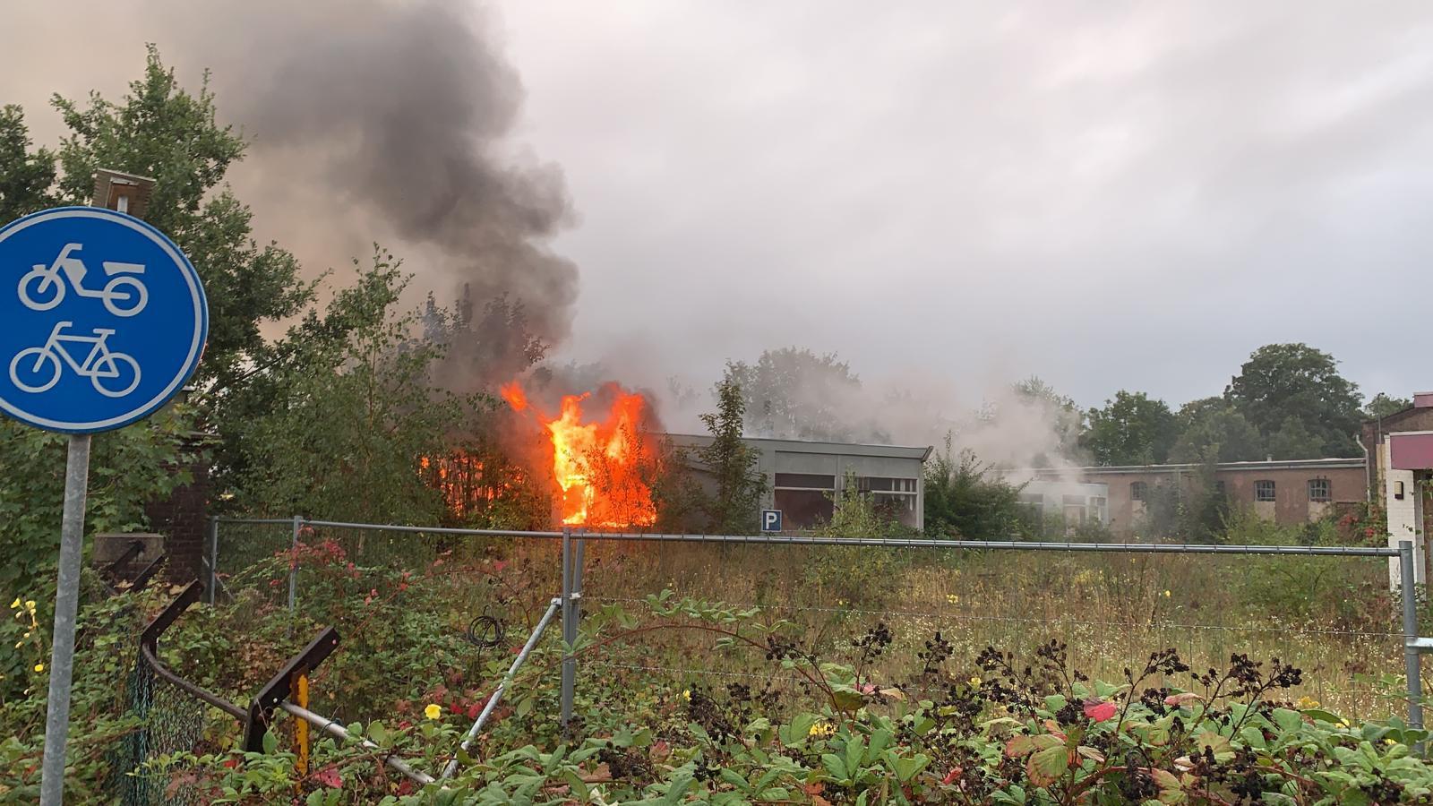 Brand in voormalige fabriek in Dieren.