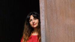 """De Joodse Dina-Perla Portnaar ontsnapte op haar achttiende uit een verstikkend orthodox milieu: """"Ik heb lang dagelijks over mijn schouder gekeken, de angst voor eerwraak was reëel"""""""