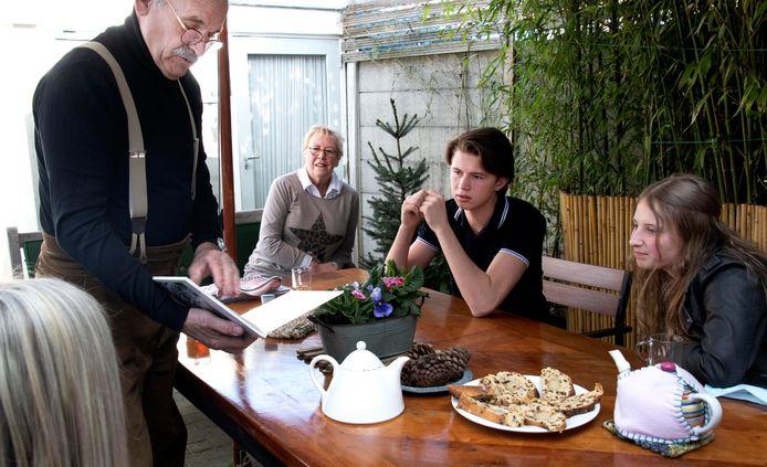 Studenten van ROC gaan op bezoek bij ouderen die wel wat gezelschap kunnen gebruiken