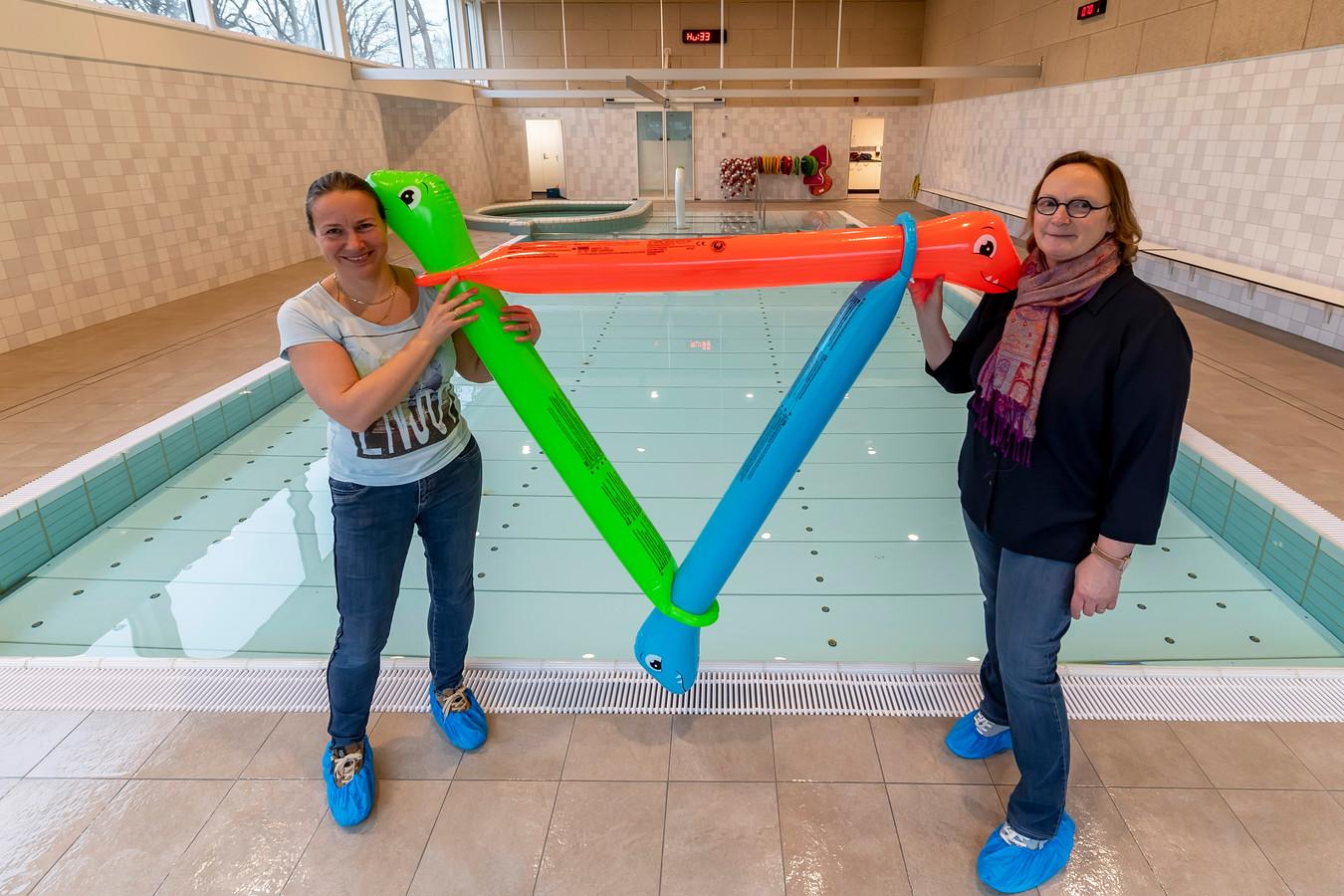De lockdown duurt lang voor zwemscholen. Linda Damme van zwemschool Linda(links) en Ingrid Bugday van zwemschool Ingrid).