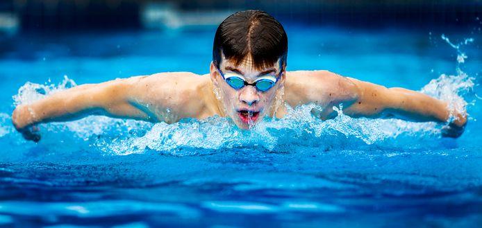 De blinde Heerjansdamse zwemmer Rogier Dorsman in volle actie. FOTO MILAN RINCK