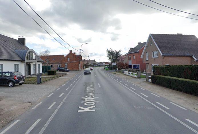 De Kortewagenstraat heeft geen voetpaden en gevaarlijke fietspaden.