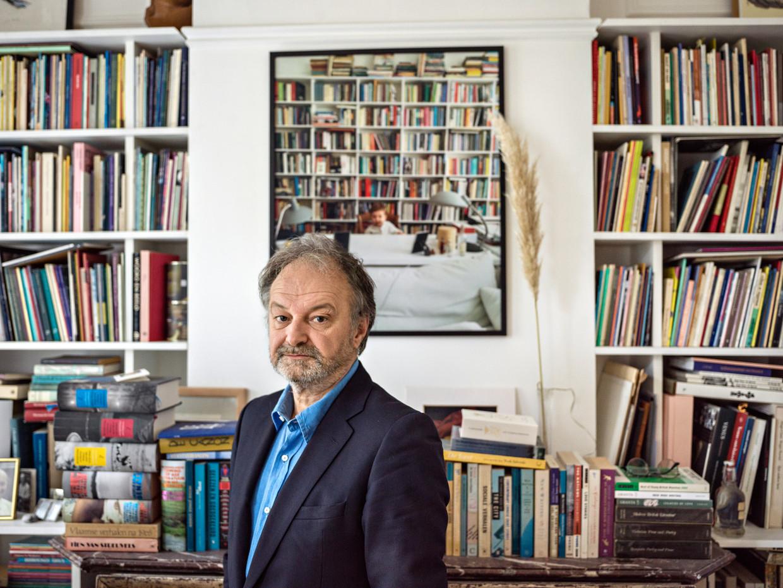 'In een staat van lichte paniek plan ik nu een grote inhaalbeweging: boeken, tentoonstellingen, theater, reizen. Eruit halen wat er nog in zit.' Beeld Johan Jacobs