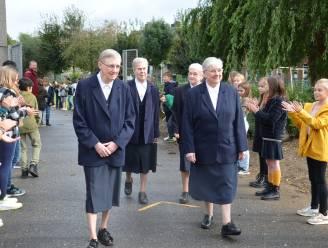Einde van een tijdperk: Zusters ruilen 'Zusterhuis' na 185 jaar in voor nieuwbouw en krijgen eerbetoon van leerlingen Hartencollege