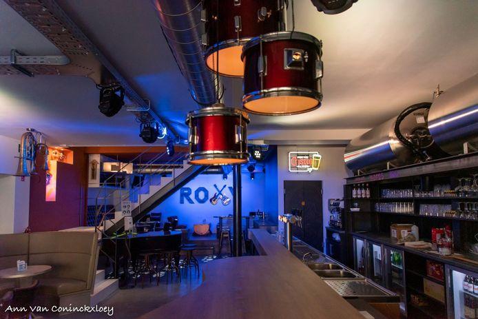 Het interieur van café The Roxy ademt muziek