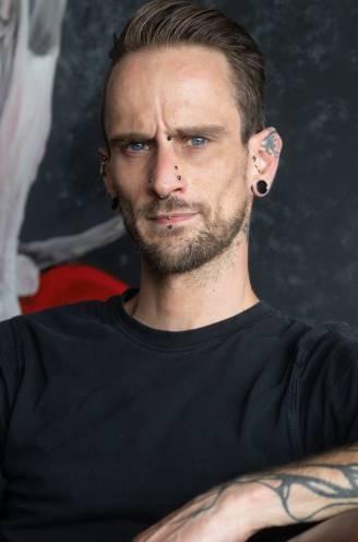 """Peltenaar Jordi (34) heeft sleutels en bankkaart in eigen lichaam zitten: """"Het lijkt sciencefiction, maar je raakt er snel aan gewend"""""""