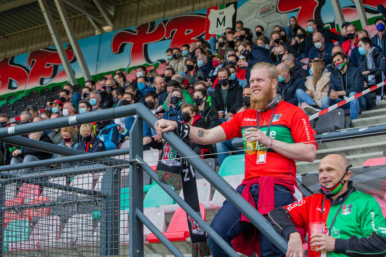 Voor het eerst waren er weer fans welkom bij een voetbalwedstrijd van NEC. De club verkeert in noodweer volgens algemeen directeur Wilco van Schaik.