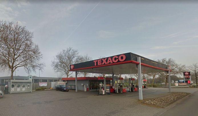 Naast het tankstation aan de Lipsstraat in Drunen staat een kleine wasserette waar klanten kunnen wassen en drogen.