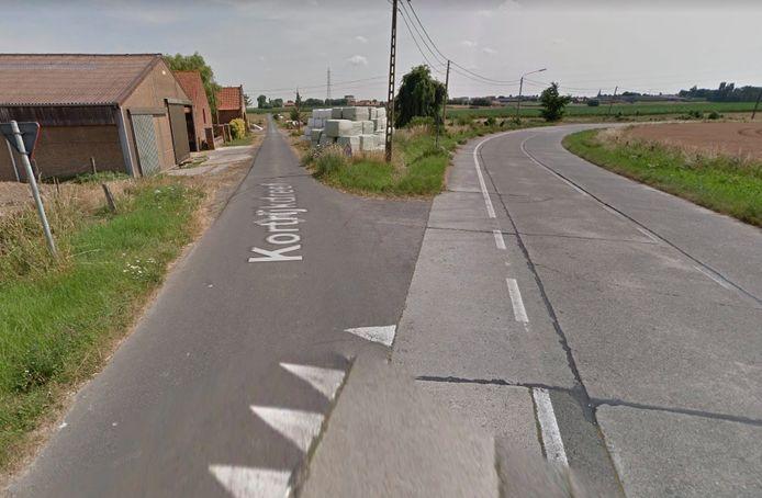 Het ongeval gebeurde op het kruispunt van de Markizaatstraat met de Kortrijkdreef in Zonnebeke.