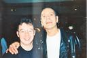 Kapper Marc Dekegel tijdens zijn jaren achter de schermen van Tien Om Te Zien op de foto met Rob Denijs