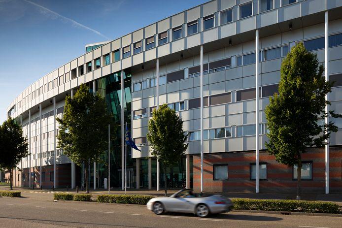 Een Bosschenaar zou een overstroming hebben veroorzaakt in de hal van het politiebureau in Den Bosch.