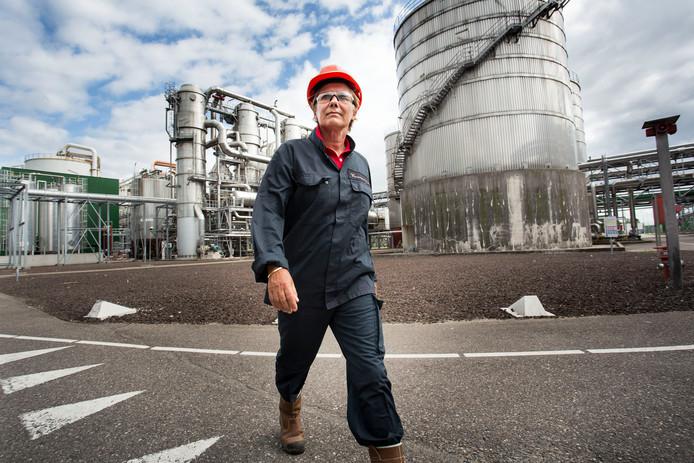 Robine Koning plantmanager van bioraffinaderij Alco Energy Rotterdam in Europoort.