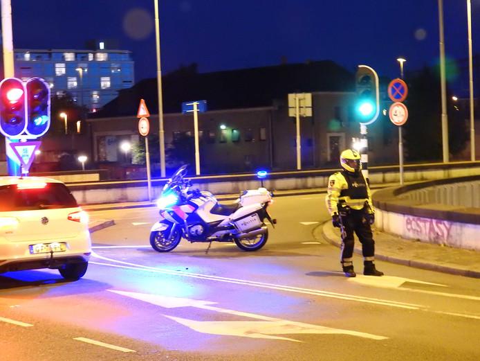 De politie was vannacht veel eenheden aanwezig rond het Philips Stadion waar Guus Meeuwis zijn concertreeks houdt in het centrum van Eindhoven. Volgens de politie was er sprake van een verdachte situatie