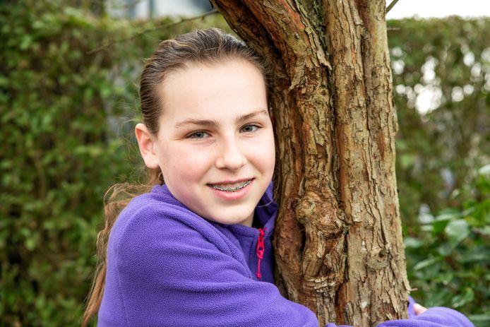 Janna Markestein uit Welberg zamelt geld in voor het planten van bomen.