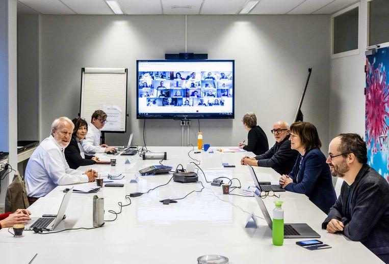 11 december: Wekelijks overleggen de leden van het Outbreak Management Team (OMT) met elkaar over de crisis. Beeld ANP