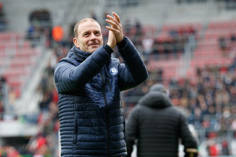 Thorup groet de fans van Gent. 'Bouwen' is zijn leidmotief sinds zijn komst in oktober. Beeld BELGA