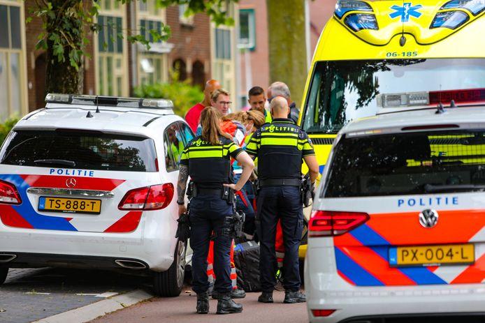 Er kwamen veel hulpdiensten naar de Patrijsweg in Epe, waar het slachtoffer naartoe was gevlucht.