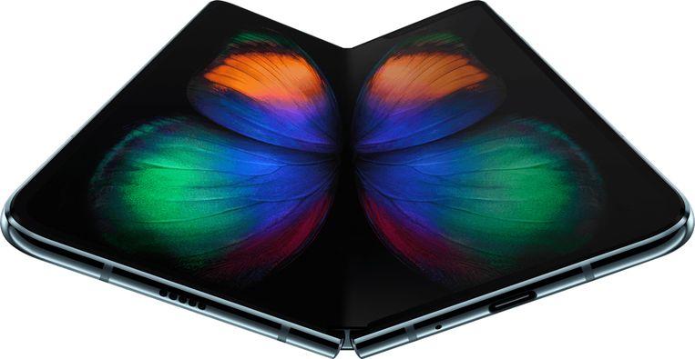 Samsung Galaxy Fold. Scherm van 18,5 cm aan binnenkant, kleiner aan buitenkant. Te koop vanaf 8 mei. 2.000 euro. Beeld RV