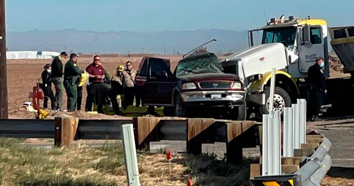 Zeker vijftien doden bij groot verkeersongeluk in Californië.