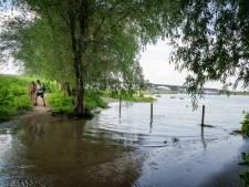 Rivieren in juli in 40 jaar niet zó hoog als nu, stranden en voetpaden in de hele regio onder water