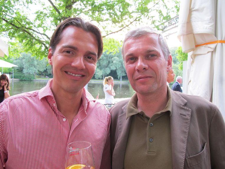Gearriveerd partner in financieel personeel Emiel de Sévrèn Jacquet (l) consulteert financieel directeur Marc Canisius van Pathé over uitzonderlijk rondborstige kwaliteiten. <br /><br /> Beeld