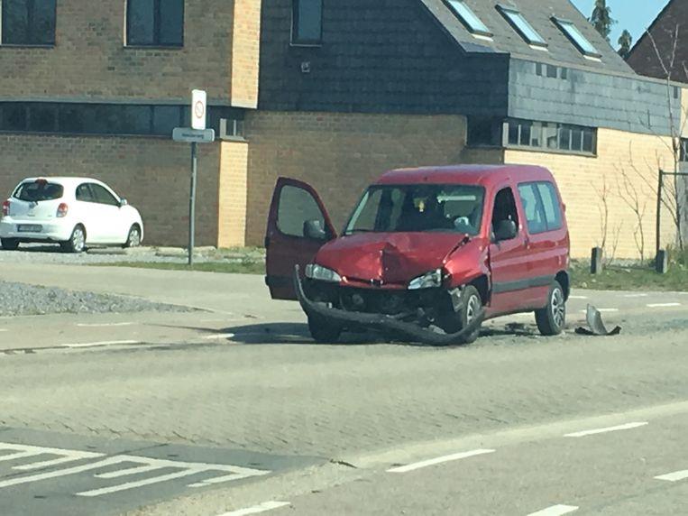 Het ongeval gebeurde aan het kruispunt met de Kneuterweg.