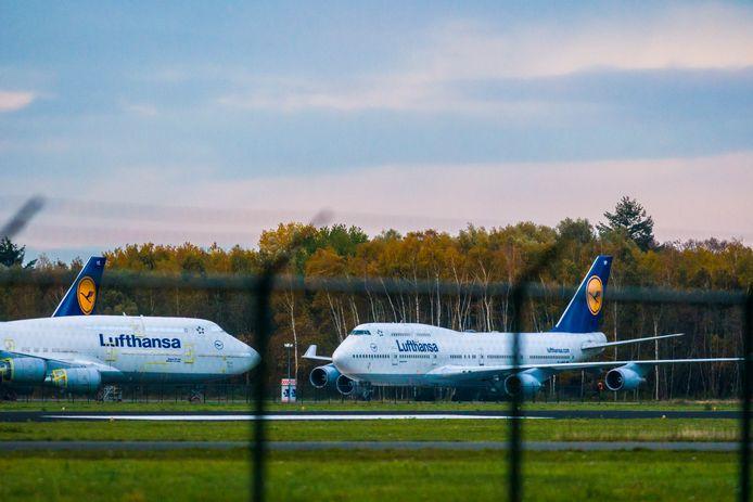 Boeings 747 van Lufthansa staan gevangen op Twente Airport. Van de inspectie mogen ze niet opstijgen en Twente Airport wist dat van meet af aan.