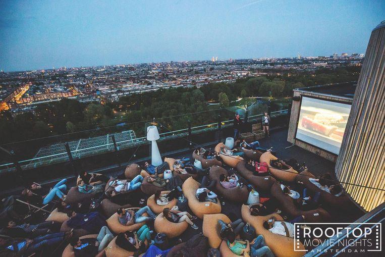 Films kijken op het dakterras van Floor 17 Beeld Rooftop Movie Nights