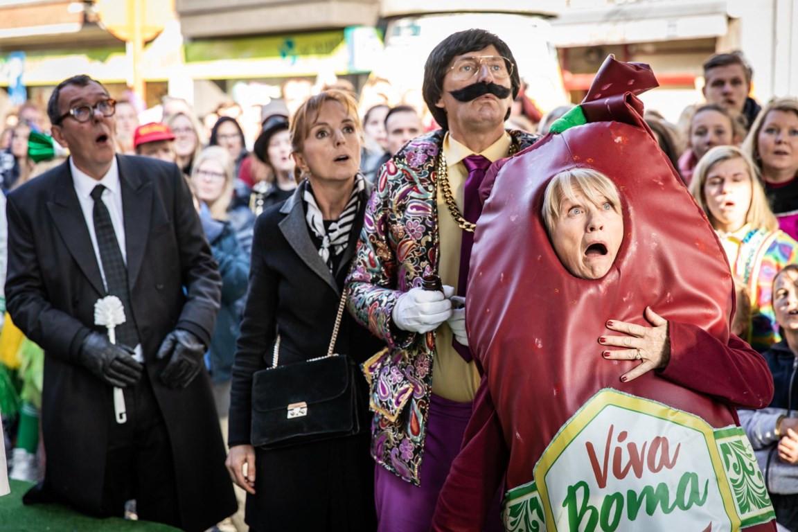 Bieke, Pol en Pascalleke in 'Viva Boma!', de vierde en laatste film. Ook in de bioscoop bleken de Kampioenen populair.