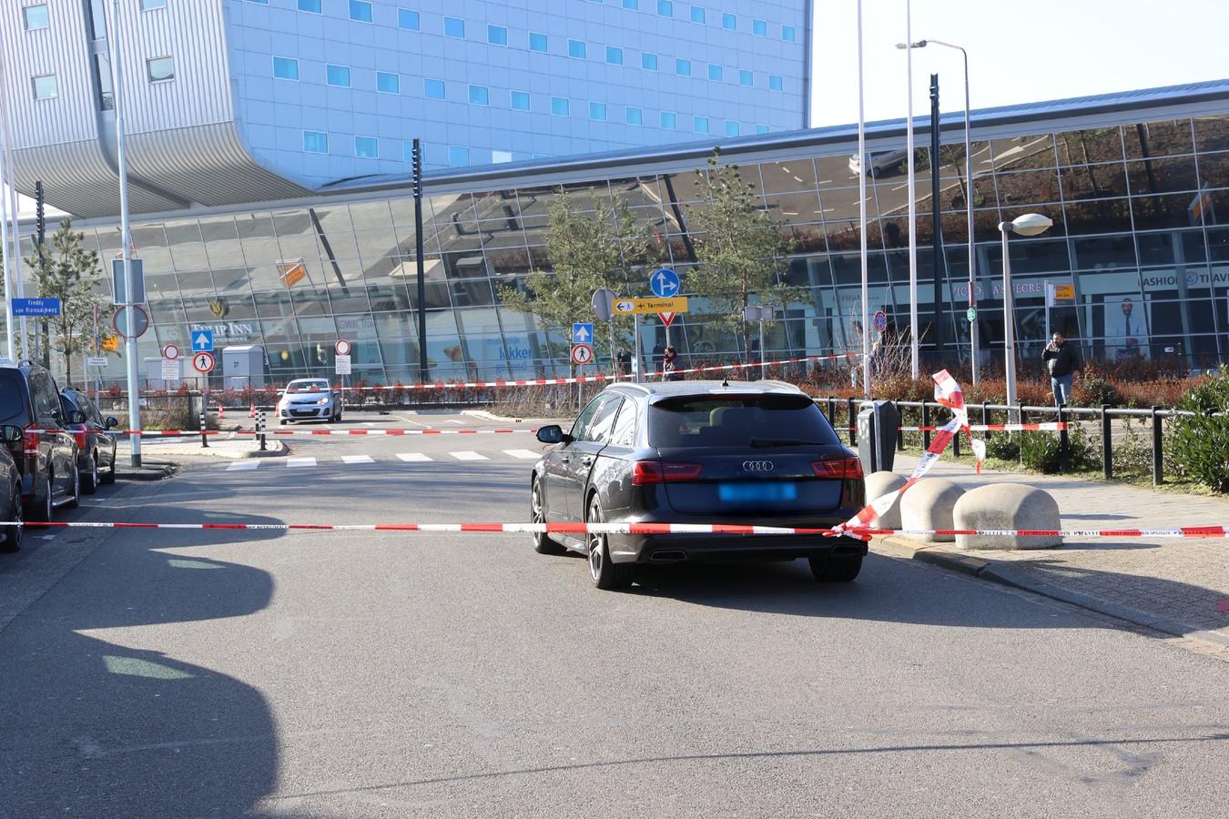 Steekpartij voor de deur van Eindhoven Airport.
