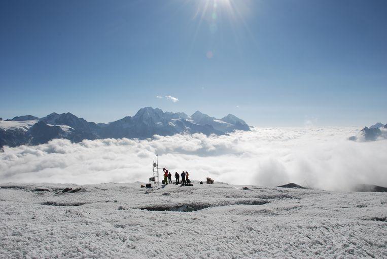 Berghydroloog Walter Immerzeel installeert samen met collega-wetenschappers een weerstation in het Himalayagebergte in Nepal. Een uitdaging op 5600 meter hoogte. 'Je hersenen werken in die ijle lucht niet zoals op zeeniveau.' Beeld Usmar Helleman
