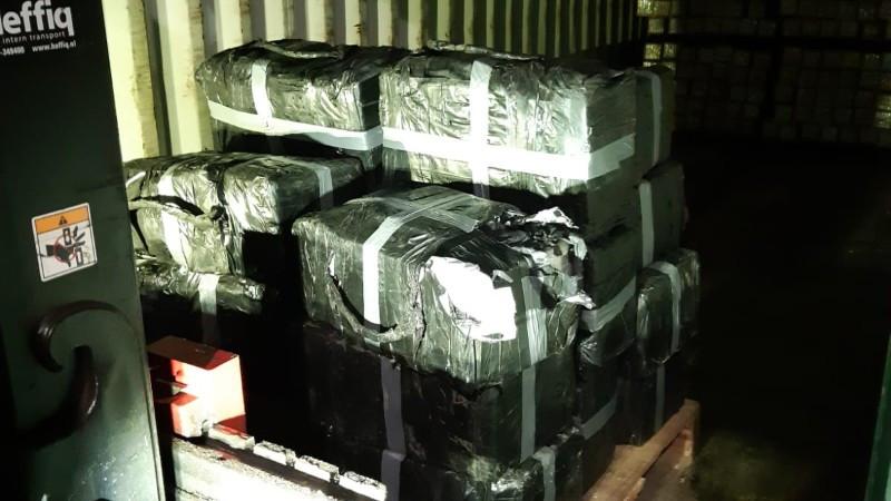 400 kilo coke gevonden op bedrijventerrein in Roosendaal