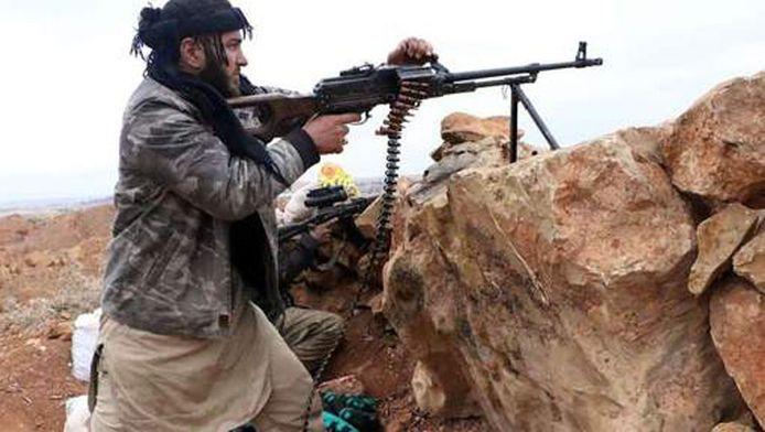 Archiefbeeld: Een strijder vecht tegen het regime van Assad