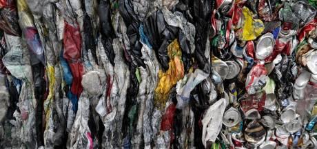 Actievoerders dumpen morgen overtollig plastic bij Albert Heijn in Nijmegen