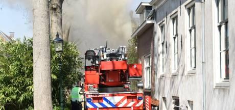 Blussen van uitslaande brand in centrum van IJsselstein complex en gaat nog uren duren