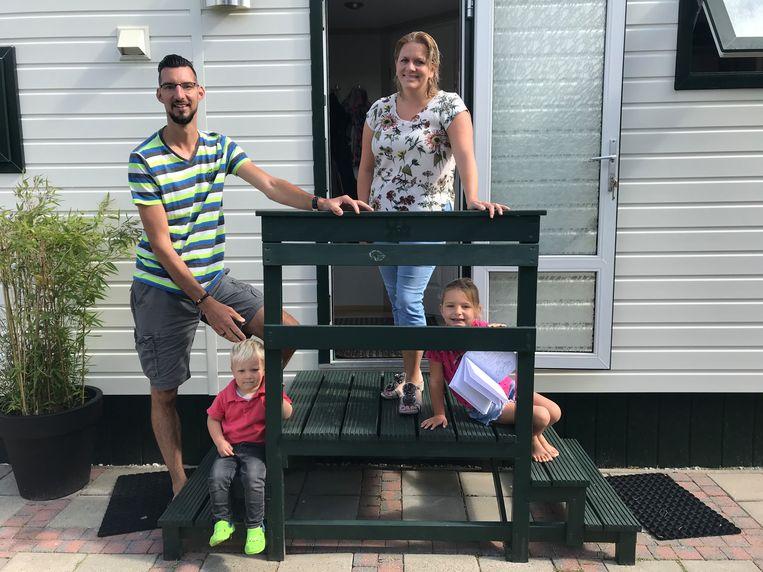 Ronald en Breda van Heijningen met zoon Vigo en dochter Ziva. Beeld Kaya Bouma
