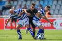 Heracles-middenvelder Orestis Kiomourtzoglou moest aan de bak tegen De Graafschap. De ploeg uit De Achterhoek begint op 31 augustus al aan het nieuwe seizoen. Heracles twee weken later.