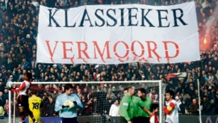 Feyenoord-fans protesteren tegen het 'uit'-verbod. (FOTO ANP) Beeld
