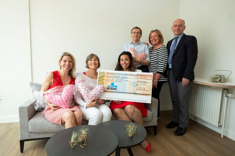 Az Klina heeft sinds kort een huiselijk ingerichte kamer waar borstkankerpatiënten even tot rust kunnen komen. Die komt er dankzij een gulle schenking van de 'American Women's Club of Antwerp'.
