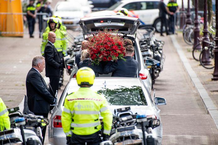 Beeld van de uitvaart van misdaadverslaggever Peter R. de Vries vanuit Koninklijk Theater Carre in Amsterdam.