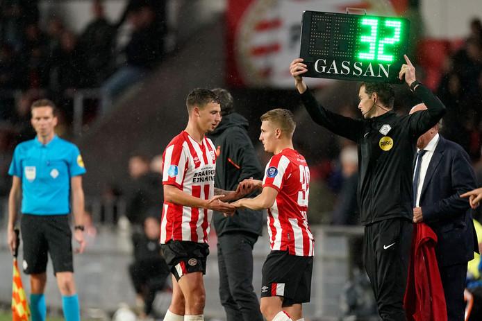 Olivier Boscagli en Michal Sadílek wisselen elkaar af als linksback bij PSV.