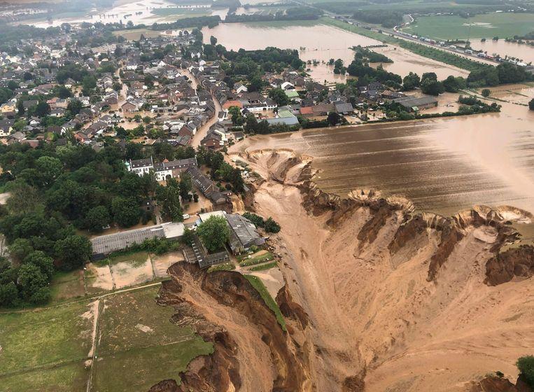 Verwoesting in Erftstadt ten zuidwesten van Keulen door de hevige regenval.  Beeld AFP, via de lokale overheid van Keulen