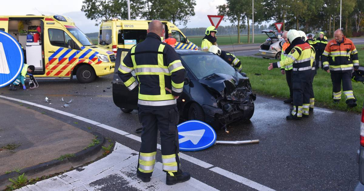 Twee gewonden bij frontale botsing in Beuningen.