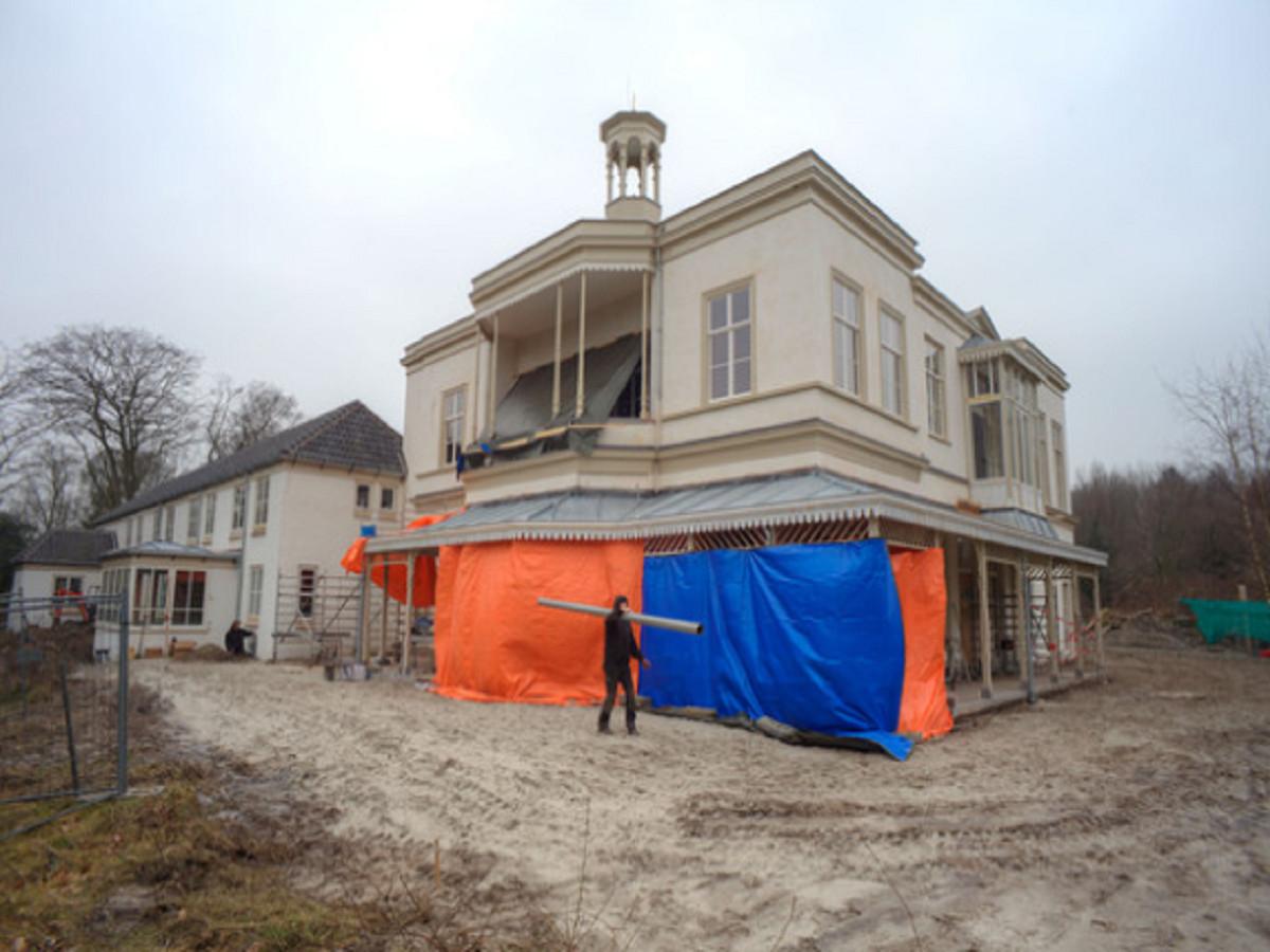 Het landgoed wordt naar verwachting op 1 april opgeleverd en zover bekend is dit geen grap.