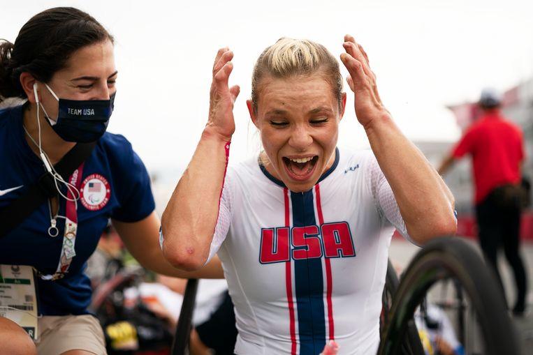 Oksana Masters van team USA wint goud op de tijdrit op de Paralympics.  Beeld inge hondebrink