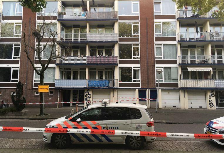 Een woning in de Naaldwijkstraat in Slotervaart is vannacht beschoten.  Beeld Het parool