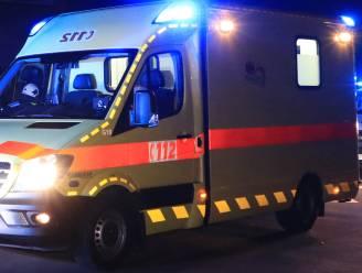 Auto over de kop aan Hoog Heultje: chauffeur lichtgewond