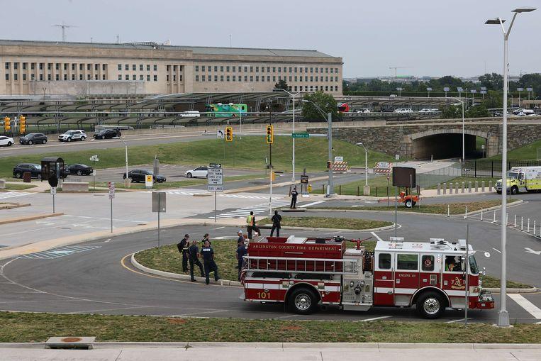 Reddingswerkers voor het Pentagon in Washington DC, Verenigde Staten. Beeld AFP