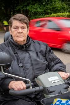 Rita krijgt gemeenten zo ver om 'smileys' te plaatsen in Vierakker in strijd tegen hardrijders, maar wil meer: 'Ik blijf knokken'