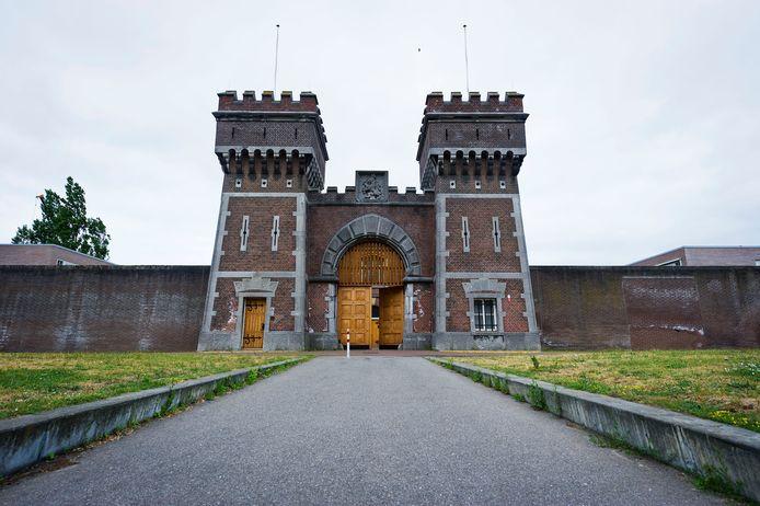 De poort van de gevangenis van Scheveningen.